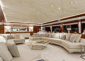 lounge luxusyacht omega 82 westliches mitelmeer