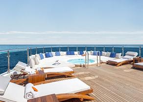 sunbeds luxusyacht omega 82 westliches mitelmeer