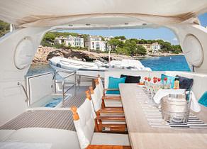 Cabin Luxury Yacht canados 80 jurik sitzgruppe