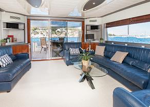 lounge luxusyacht mochi craft 85 balearic islands