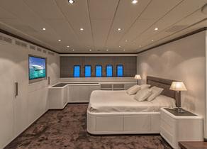 Luxury Yacht mangusta 108 master Cabin