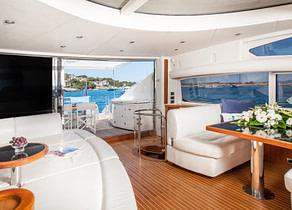 lounge luxusyacht predator 82 balearics