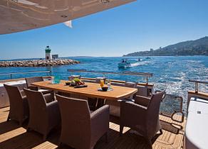 afterdeck luxusyacht maiora 29m aubrey italien