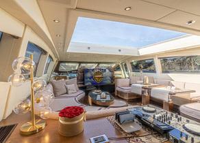 lounge luxusyacht mangusta 92 five stars balearics