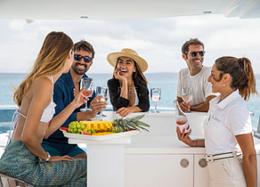 oberdeck luxusyacht vanquish 82 sea story balearics
