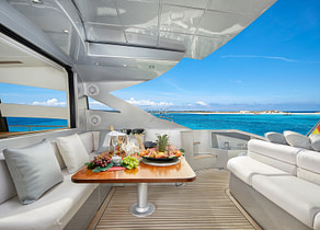 oberdeck sitzgruppe luxusyacht pershing 72 legendary balearic islands