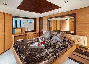 vip kabine luxusyacht pershing 72 legendary balearic islands