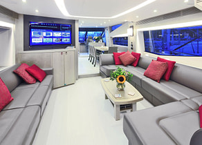 lounge luxusyacht sunseeker 75 balearic islands