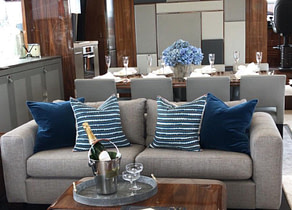 lounge luxusyacht sunseeker 86 blue infinity balearic islands