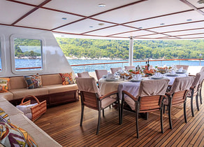 oberdeck sitzgruppe luxusyacht donna del mare