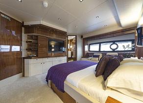 vip kabine luxusyacht sunseeker 28m high energy suedfrankreich