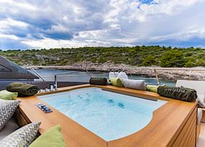 pool luxusyacht sanlorenzo sl102 asymmetric noor ii kroatien charter