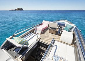 Sonnenliegen luxusyacht pershing 74 charter balearic islands