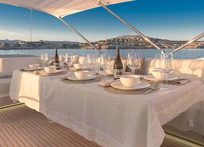 oberdeck sitzgruppe luxusyacht sunseeker sport 80 seawater balearic islands