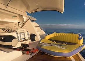 wasserspielzeug luxusyacht sunseeker sport 80 seawater balearic islands