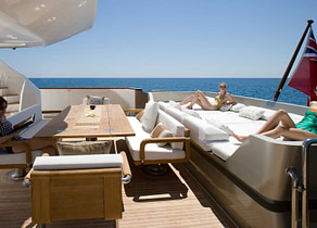 luxusyacht tamsen yachts 40m namaste 8 oberdeck