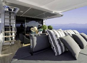 Upperdeck Luxury Yacht azimut 77 makani