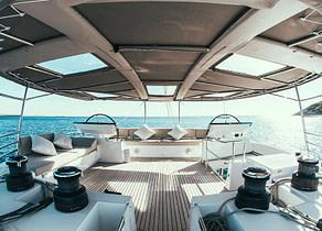 Upperdeck Luxury Yacht Catamaran lagoon 620