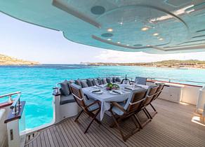 oberdeck sitzgruppe luxusyacht astondoa 90 glx b3 balearic islands