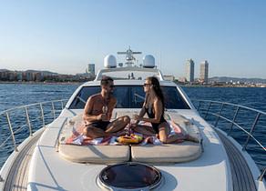 sunbeds luxusyacht azimut 68s manzanos balearic islands