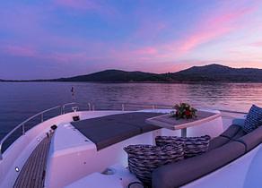 oberdeck bug luxusyacht charter sunseeker 80 spirit of the sea