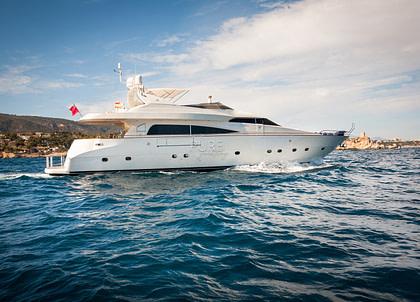 luxusyacht mochi craft 85 balearic islands