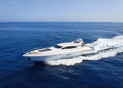 Luxury Yacht mangusta 108 Balearen Charter