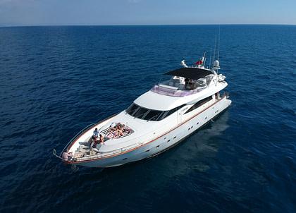 luxusyacht mochi craft 85 leigh spanien charter